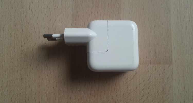 adaptador de corriente en mal estado para arreglar batería